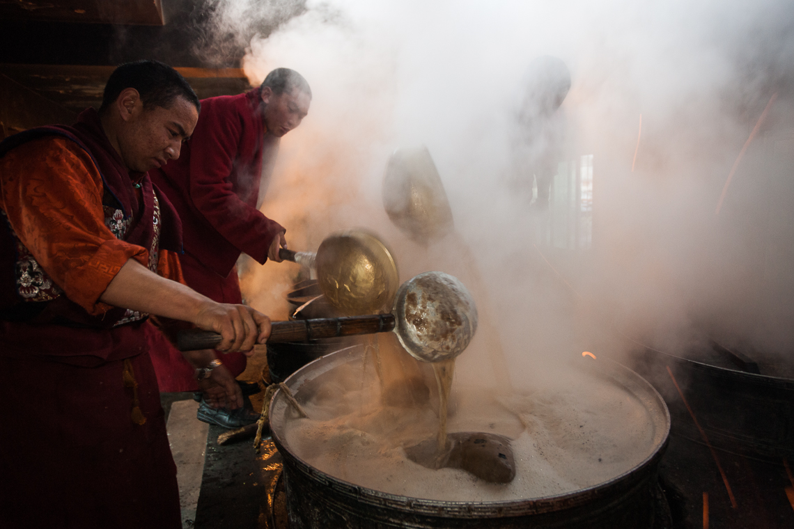 Preparation of Tibetan yak butter tea aromas that evoke unforgettable memories