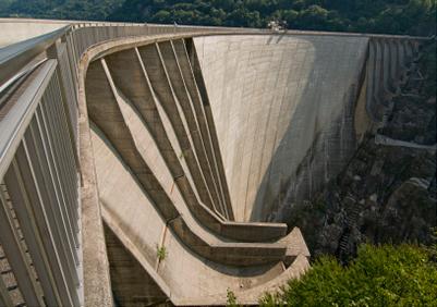 Bond dam abseiling