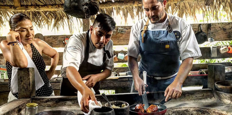 Las Tanusas beach Ecuador Rodrigo Pacheco cooking