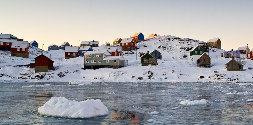 Houses overlooking the melting icebergs, Iceland